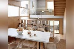 """Okna drewniano – aluminiowe, kolor naturalny dąb, okna w kształcie odwróconej litery """"L""""."""